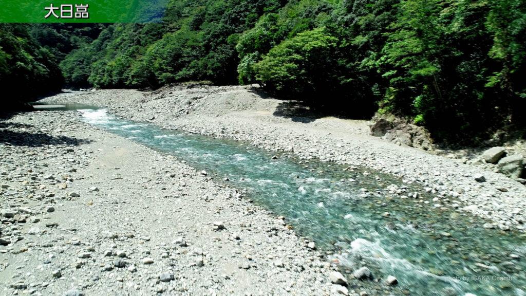 大日嵓から能谷川原までの川